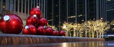 6tas decoraciones de la Navidad de la avenida imagen de archivo