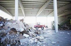 Tas des déchets de papier à l'usine de réutilisation Photos libres de droits
