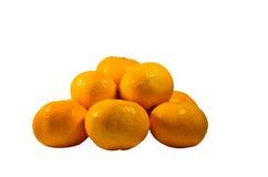 Tas des mandarines d'isolement sur le fond blanc Image stock