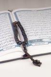 Tasbih (gotas) en Quran santo Foto de archivo libre de regalías