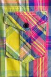 Tasche auf einem Hemd Stockbild