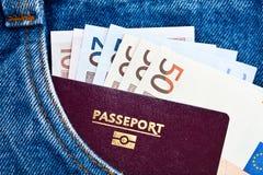 Tasche mit Paß und Euro Lizenzfreie Stockfotos