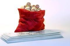 Tasche voll Fässer mit ZahlKartenspiel loto Lizenzfreie Stockbilder