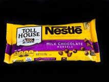 Tasche von Nestle-Milchschokolade-Stückchen lizenzfreies stockbild