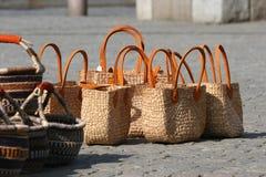 Taschen auf einem Marktplatz lizenzfreies stockfoto