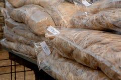 Taschen des Alpakavlieses bereit zum Verkauf stockbild