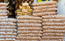 Taschen von Pistazien am Markt Lizenzfreie Stockbilder