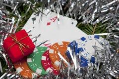 Taschenasse mit Weihnachtsdekoration Lizenzfreie Stockbilder