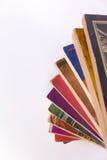 Taschenbuch-Bücher im gewundenen Stapel Lizenzfreies Stockfoto