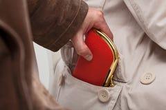 Taschendieb mit Geldbörse Stockfoto