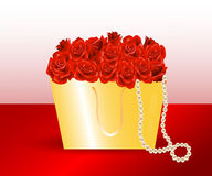 Taschengeschenk und -rosen. Lizenzfreies Stockfoto