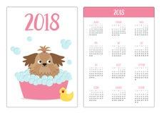 Taschenkalender 2018-jährig Woche beginnt Sonntag Wenig Zaubersonnenbräune Shih Tzu-Hund, der ein Schaumbad nimmt Gelbes Entenvog Lizenzfreie Stockfotografie