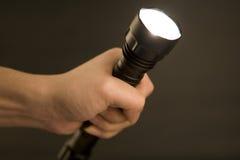 Taschenlampe in der Hand, Lizenzfreie Stockfotos