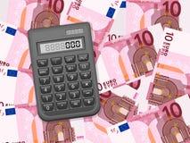 Taschenrechner auf Hintergrund des Euros zehn Lizenzfreies Stockfoto