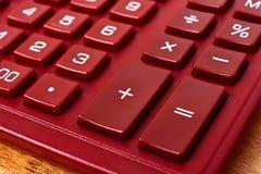 Taschenrechner auf Tabelle Stockfotografie