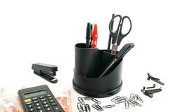 Taschenrechner, Banknoten und anderes Bürobriefpapier Stockfotos