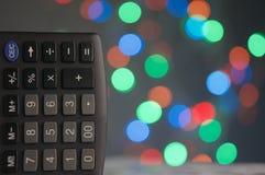 Taschenrechner hat buntes bokeh als Hintergrund Stockbilder