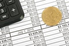 Taschenrechner mit Bargeld Lizenzfreie Stockbilder