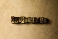 TASCHENRECHNER - Nahaufnahme des grungy Weinlese gesetzten Wortes auf Metallhintergrund Lizenzfreies Stockbild