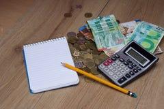 Taschenrechner, Notizbuch und Bleistift für berechnen Lizenzfreies Stockbild