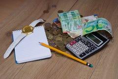 Taschenrechner, Notizbuch und Bleistift für berechnen Lizenzfreie Stockfotografie