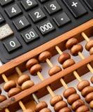 Taschenrechner und Abakus Lizenzfreie Stockfotografie