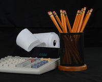 Taschenrechner und Bleistifte Lizenzfreie Stockfotos