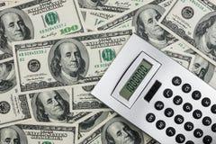 Taschenrechner und Dollar Nahaufnahme. Lizenzfreie Stockbilder