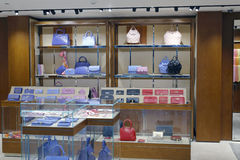 Taschenshop in Gewerbegebiet Taipehs 101 Stockfoto