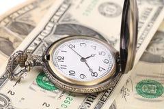 Taschenuhr auf Geld Stockbilder