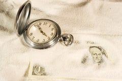 Taschenuhr und US-Dollars Lizenzfreies Stockfoto