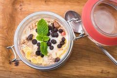Tasdy deserowy jogurt z granola Fotografia Stock