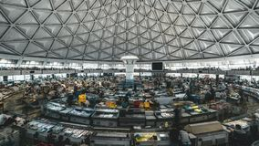 TASHKENT UZBEKISTAN, Styczeń, - 2019: Timelapse klamerka wnętrze Chorsu bazar w Tashkent, Uzbekistan zbiory