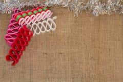 Tasiemkowy cukierek & świecidełko na Burlap obrazy stock