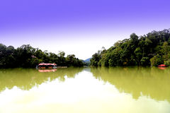 Tasik Kenyir, le plus grand lac synthétique Photo stock