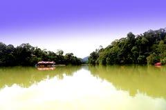 Tasik Kenyir, o lago sintético o maior Foto de Stock