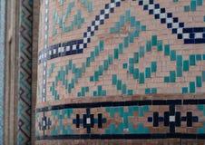 TASJKENT UZBEKISTAN - December 9, 2011: Detalj av den utsökta islamiska byggnadsbelägga med tegel och mosaiken på den Hast imamen Royaltyfri Bild