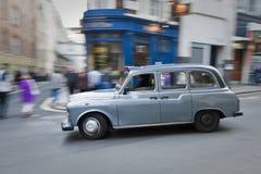 Tassì di Londra nel movimento Fotografie Stock