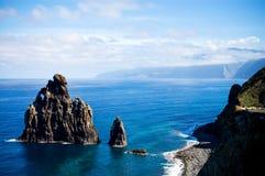 Tassì giallo sul litorale occidentale della Madera Fotografia Stock Libera da Diritti