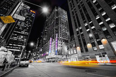 Tassì nella notte a New York Fotografie Stock Libere da Diritti