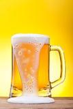 Tasse avec de la bière Photos libres de droits