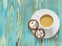 Tasse avec des gâteaux de café et de chocolat images stock