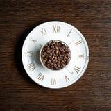 Tasse avec des grains de café Photos libres de droits