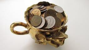 Tasse avec des pièces de monnaie Photo stock