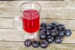 Tasse avec la compote rouge de prune Photos libres de droits