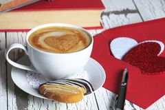 Tasse blanche Valentine Card d'expresso Photo libre de droits