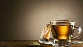 Tasse chaude cuite à la vapeur de thé clips vidéos