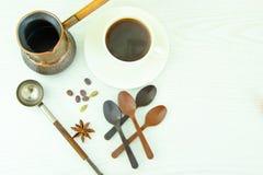 Tasse chaude de café et de cannelle Image stock