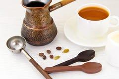 Tasse chaude de café et de cannelle Image libre de droits