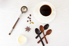 Tasse chaude de café et de cannelle Photo stock